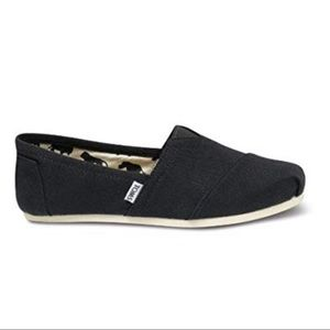 Toms black canvas shoes